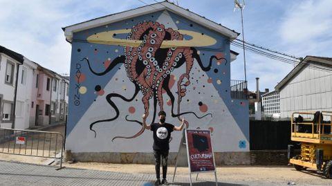 Davixino, de Burela, confeccionou o mural «A Polveira», na Ronda de Fingoi.