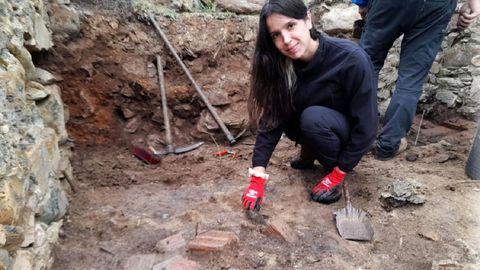 Cristina Incio participa na nova campaña de escavacións arqueolóxicas que se leva a cabo nas ruínas da casa de Repil