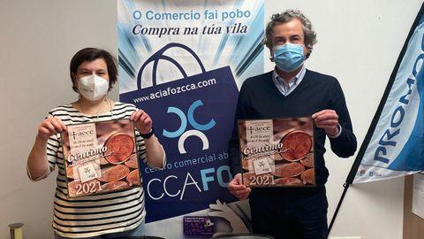 La responsable de la delegación local de la AECC, Nieves Moreda, y el presidente del ACIA-CCA, José Carlos Paleo