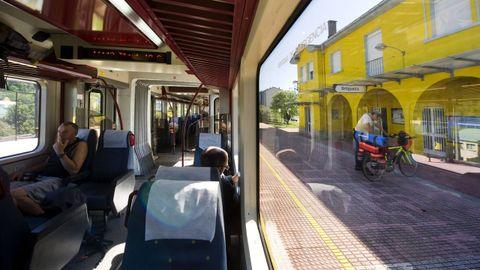El ferrocarril de ancho métrico, en la estación de Ortigueira, en una fotografía de archivo