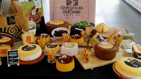 Exposición de quesos de la marca Queserías del Eume, con más de 60 años de historia