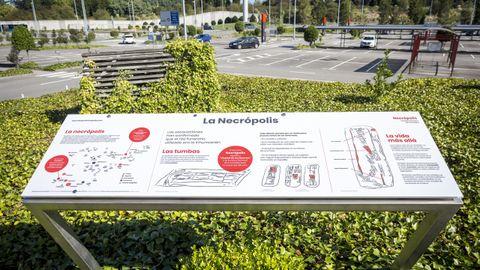Cartel de La Necrópolis, en el exterior de Parque Principado