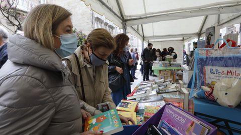 Las librerías sacaron sus puestos a la calle del Paseo