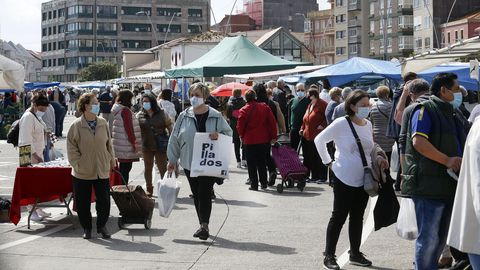 La celebración del mercadillo provocó que muchos ribeirenses salieran a la calle