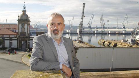 El profesor y experto Jordi Tresserras, frente al Arsenal que diseñó su antepasado Jorge Juan