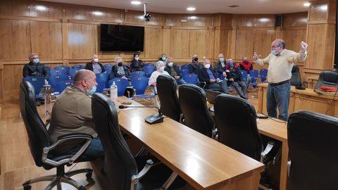 El PSOE se reunió con colectivos de retornados en Xinzo para informar sobre la declaración de la renta