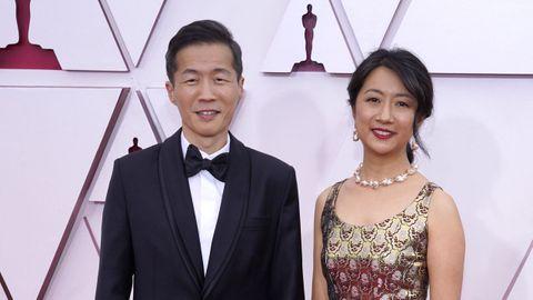 Lee Isaac Chung, nominado a Mejor dirección por «Minari», y su mujer, Valerie Chung