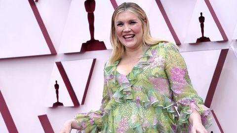 Emerald Fennell, nominada a Mejor dirección por su película debut, «Una joven prometedora». Viste un diseño de Gucci.