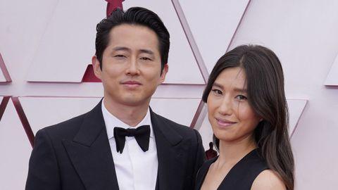Steven Yeun, nominado a Mejor actor protagonista por «Minari», y su mujer, Joana Pak