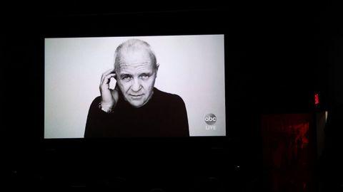 Anthony Hopkins ganó este domingo el Óscar al mejor actor por «The Father», con el que se convierte a sus 83 años en el ganador de más edad de la historia de los premios. La Academia de Hollywood entregó este galardón al final de la ceremonia, una decisión poco habitual ya que suele ser un momento reservado para la mejor película