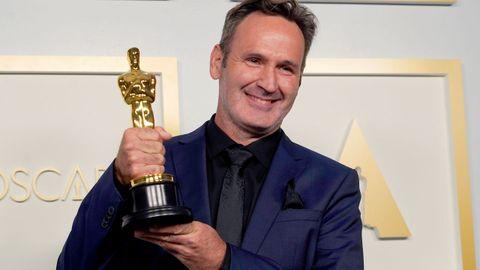 Scott R. Fisher ganó el Óscar a los mejores efectos visuales por el filme «Tenet» ganó, una categoría en la que también estaba nominado el español Santiago Colomo por su trabajo para la cinta «El magnífico Iván»