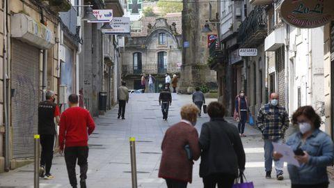 Una calle del centro de Marín, municipio que ayer tenía 103 casos de covid y seguirá en el nivel alto de restricciones