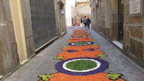 Imagen de archivo de la calle Real de Muros, cuyas obras se financian con cargo a la línea de ayudas de la Xunta