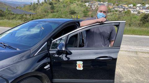 La vacunación a domicilio en el rural.Manuel Prieto es el taxista de O Bolo que se encarga de los traslados del personal sanitario