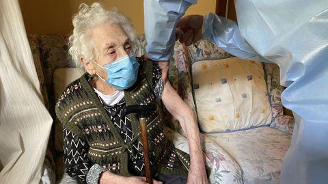 La vacunación a domicilio en el rural.Anuncia Balboa, de 95 años, fue vacunada con Janssen