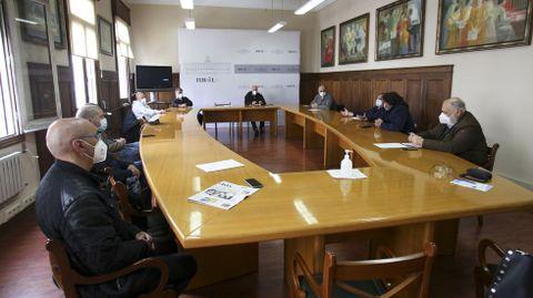 Los delegados del comité y la empresa auxiliar se encerraron en el Concello