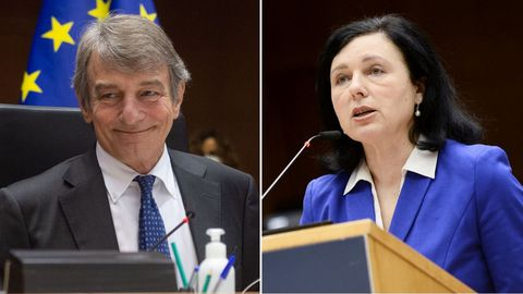 El italiano David Sassoli, presidente del Parlamento Europeo, y  la checa Vera Jourová, vicepresidenta de la Comisión Europea para Valores y Transparencia.