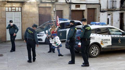 La Guardia Civil, que en el entroido hizo acto de presencia para evitar posibles aglomeraciones, controlará el cierre perimetral de Laza desde el lunes
