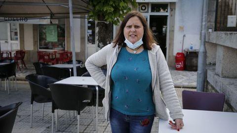 Júlia Ferreira, que regenta un bar en lado luso, echa en falta a sus clientes gallegos