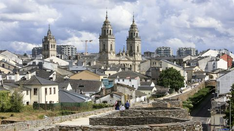Un barrio junto a la muralla de Lugo que es el que tiene más hogares de un solo morador de toda Galicia