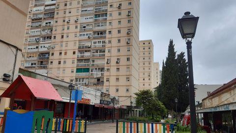 Bloques de hasta catorce plantas y bajos comerciales cerrados, en San Cristóbal