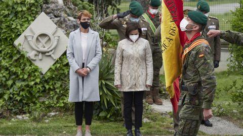 La presidenta del Gobierno de Navarra, María Chivite; y la ministra de Defensa, Margarita Robles, durante un acto en homenaje al cabo fallecido