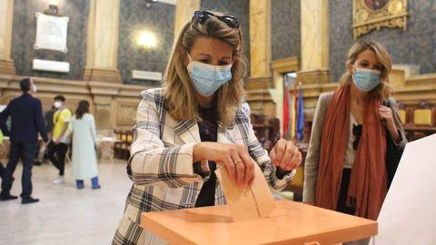 Yolanda Díaz, tras ejercer su derecho a voto