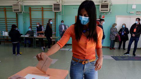 Begoña Villacís, en el momento de votar