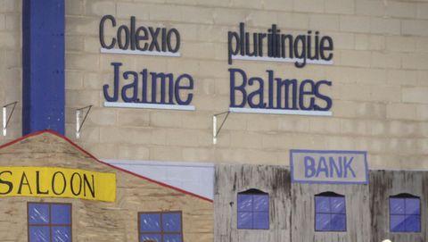 Educación informó de que ya han recibido el alta todos los alumnos contagiados que había en el Jaime Balmes de Noia
