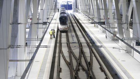 Tren de alta velocidad en la estación de Urzaiz, en Vigo