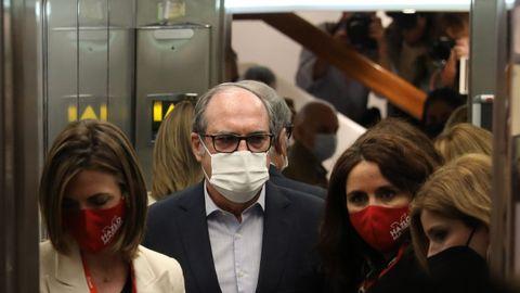 Gabilondo entrando al Hotel Princesa Plaza, donde el PSOE va a seguir la noche electoral