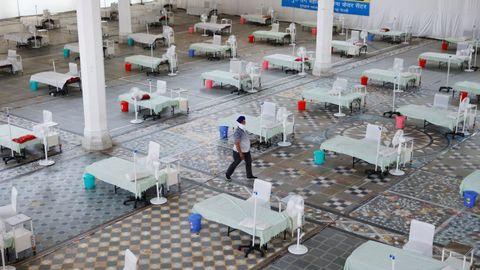 Un templo reconvertido en un hospital para atender a los enfermos