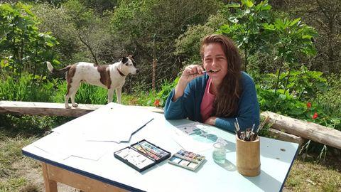 Laura Freyro junto a su perro