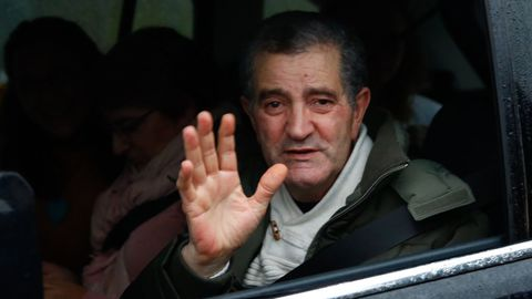 El líder de los miguelianos, Miguel Rosendo, saliendo de la cárcel de Teixeiro para ir a declarar a la Audiencia de Pontevedra, en el 2018