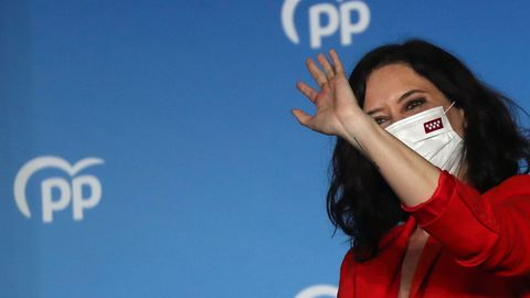 Isabel Díaz Ayuso celebrando la victoria del PP en las elecciones a la Comunidad de Madrid.