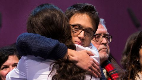 Íñigo Errejón felicita a Pablo Iglesias en febrero del 2017 en la convención de Vistalegre II donde este se impuso