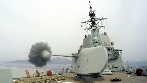 Maniobras de artillería en la costa sur del país turco