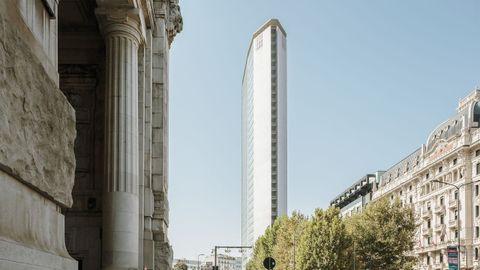 Torre Pirelli, la elegancia hecha rascacielos. Terminado en 1960 en Milán, mide 127 metros de altura pero solo 18,5 metros de grosor.