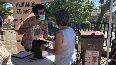 Campaña de divulgación en Cerceda, sobre el contenedor marrón