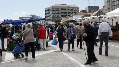 El sábado se celebró el mercadillo en la capital barbanzana, que estuvo muy concurrido