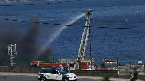 Continúan los trabajos de extinción del incendio que afecta a las instalaciones de Jealsa