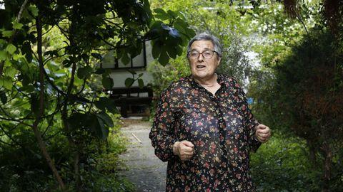 García Pose en su casa, después de enfrentarse al ladrón
