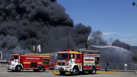 El incendio en las instalaciones de Jealsa en imágenes