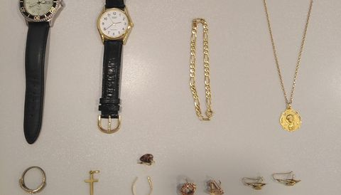 Parte de las joyas incautadas en la operación Cansino por la Guardia Civil de Oleiros