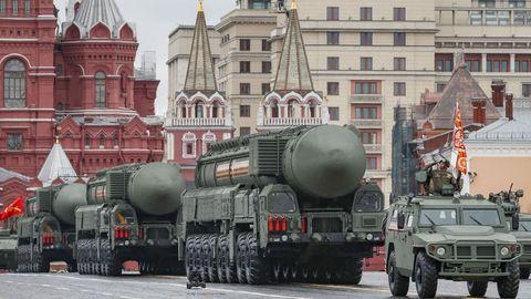 Misiles intercontinentales en el desfile en la plaza Roja