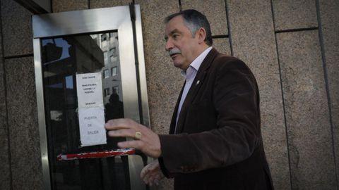García Seoane, en abril, entrando a declarar en el juzgado por una denuncia del Ayuntamiento de Cambre. Imagen de archivo