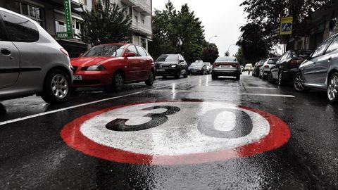 Límite pintado en la calle Pena Trevinca de Ourense