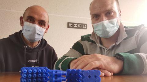 Alejandro González y Moisés Fernández, desarrolladores de las vainas para neutralizar nidos de velutinas
