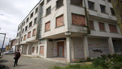 Bloque de medio centenar de viviendas de la carretera de Catabois que acaban de ser tapiadas para evitar okupaciones