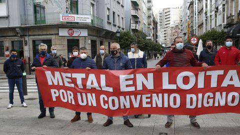 La concentración se llevó a cabo frente al edificio sindical de Vilagarcía